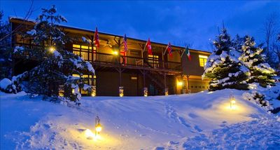 Cedar Ridge Lodge in the heart of ski season flyin