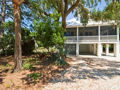 Two minute walk from this 2000 sq ft beach house to north beach walkway!