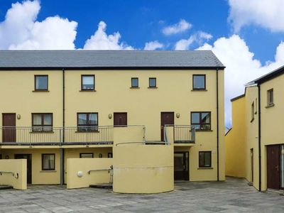 16 RUE D'ARZON, family friendly in Lahinch, County Clare, Ref 915428