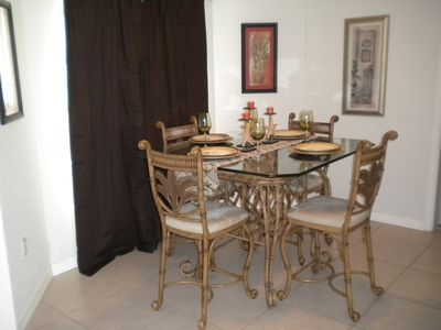 Dining bay area with Island styled table and chairs