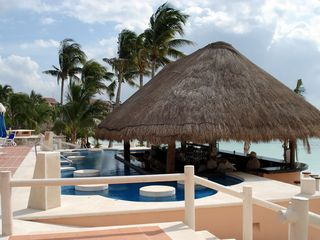 Puerto Aventuras condo photo - Jacuzzi bar - a great place to sip on a Margarita...