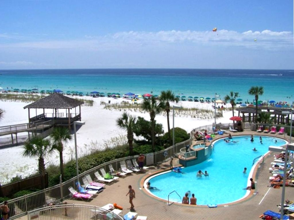 Directly on the beach in beautiful destin vrbo for 9 bedroom rental destin florida