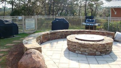 Fire Pit and Barbecue Grills located next to Caban