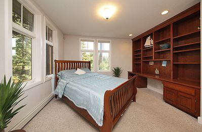 Queen bed on main floor - double doors & no steps to climb