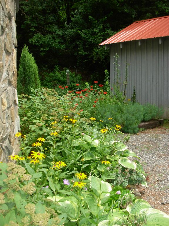 Storage Shed Amongst the flowers/Private Driveway