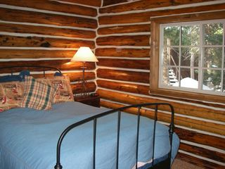 Brighton cabin photo - Main floor bedroom with double bed.