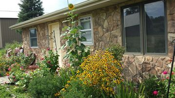 Des Moines cabin rental - Front of the cabin