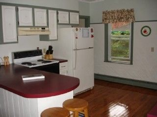 Narragansett Pier house photo - Kitchen with breakfast bar