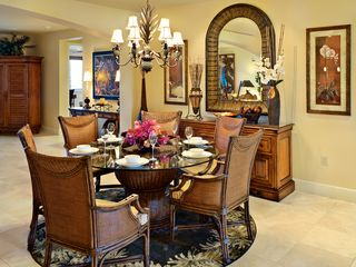 Wailea villa photo - Intimate Indoor Dining Area in Addition Indoor Bar Seating