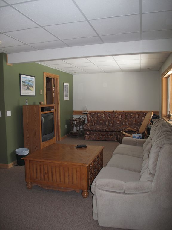 Walkout level main living area.