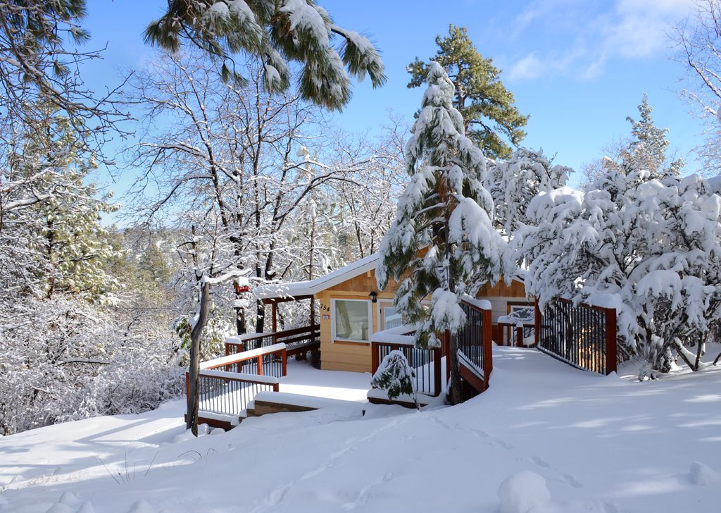 Romantic winter getaway just 2 miles from vrbo for Winter getaways in the us