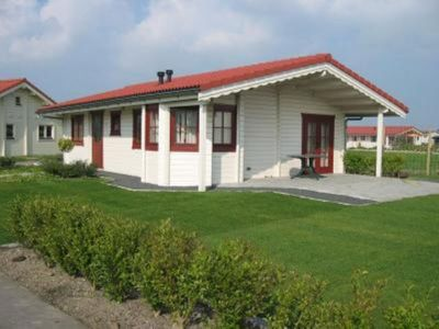 Holiday home with garden - Sint Annaland