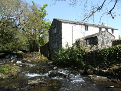Charming river-side cottage-style apartment, pet-friendly with lake access
