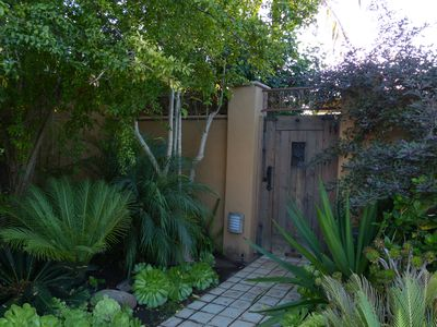 Large Romantic Canyon Studio with Garden