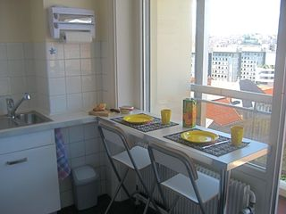 Lyon studio photo - Breakfast bar in kitchen, with a view of the city