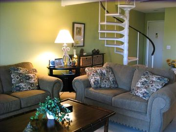 Fripp Island villa rental - Living room with queen sleeper sofa and love seat, full bath on main level