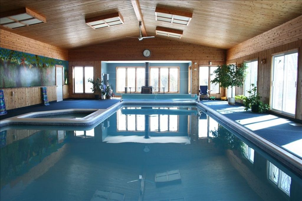 Cottage with largest private indoor pool in vrbo for Private indoor swimming pools