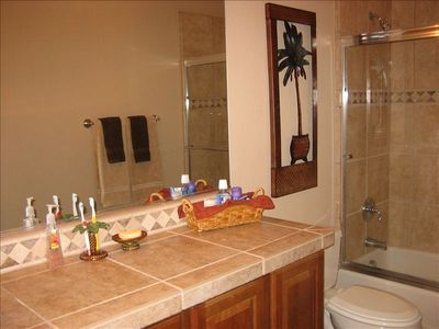 Main bathroom with tub/shower combination