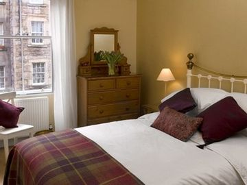 Edinburgh apartment rental - Storytelling bedroom