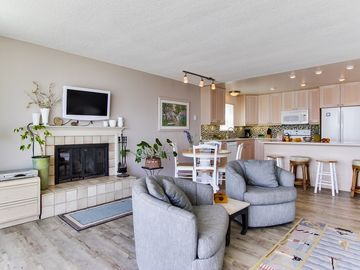 360 degree swivel seats face the view or the HDTV over a wood-burning fireplace.