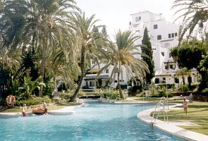 2 Bed Andalusian Apartment Main En-Suite WI-FI . Set in Sub Tropical Gardens
