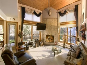 Killington condo rental - one of a kind fully updated lofted ceiling real wood fireplace end unit
