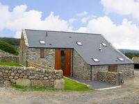 YSGUBOR, pet friendly, with a garden in Llandanwg, Ref 3624