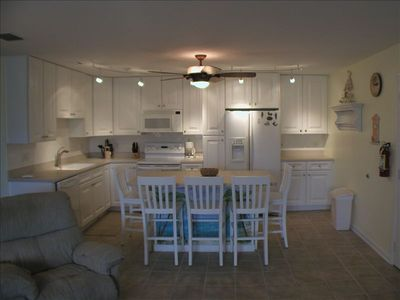 Key Colony Beach condo rental - Designer Kitchen, corian tops, GE Appliances, microwave, dishwasher and icemaker