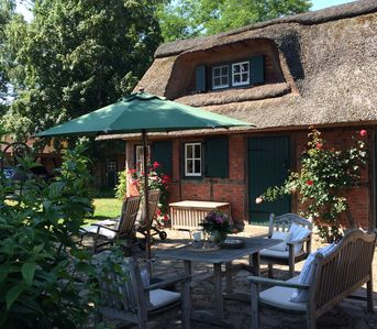 In the Herzogtum Lauenburg, a romantic thatched roof is waiting for dear guests