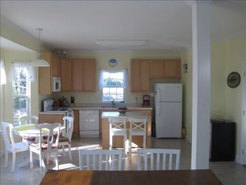 Wide open kitchen w/additional seating for 4 at the table and 2 at the island