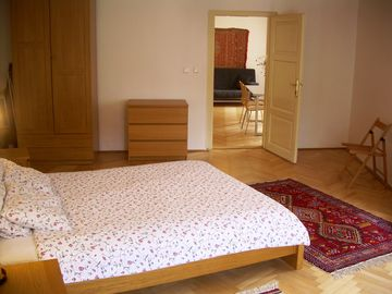 MALTEZSKE 5: large bedroom with king double bed