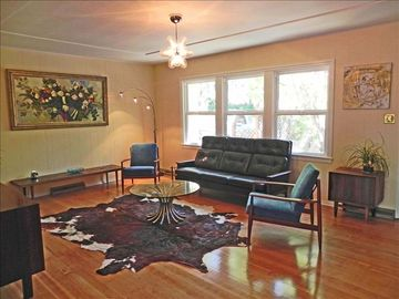 Murphys house rental - Vintage Leather couch and side chairs