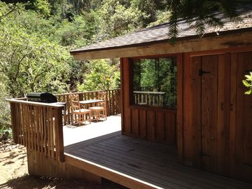 Big Sur cabin rental - Wrap around deck on the cabin for outdoor entertaining
