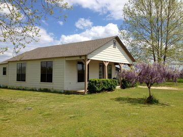 Murfreesboro house rental - The Little House, early Spring 2014