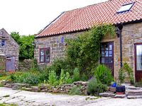 WILDFLOWER COTTAGE, pet friendly, with a garden in Danby, Ref 1235