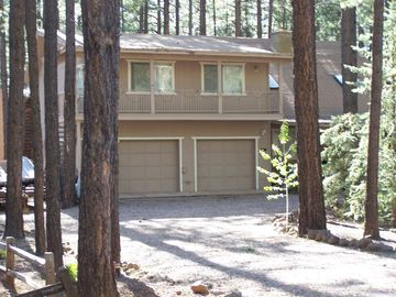 Pinetop cabin rental - LARGE 4 bedroom 3 bath Cabin sleeps 12 plus, Redwood Deck in BK