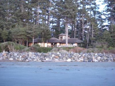 Located directly on Chesterman Beach with amazing sunset/ocean views