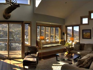 3rd Fl: Spacious Living Room with Flat Screen TV/DVD, Fireplace, Amazing Views