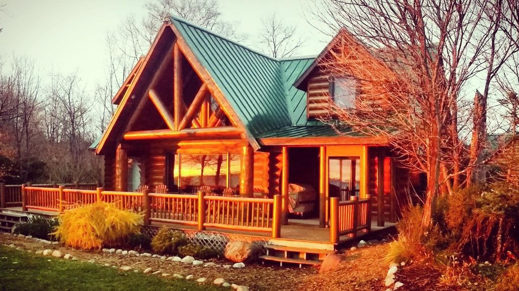 Luxury log home on lake michigan vrbo for Vacation log homes