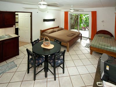 Tamarindo studio rental - The 'Orange' cabina's dining area.
