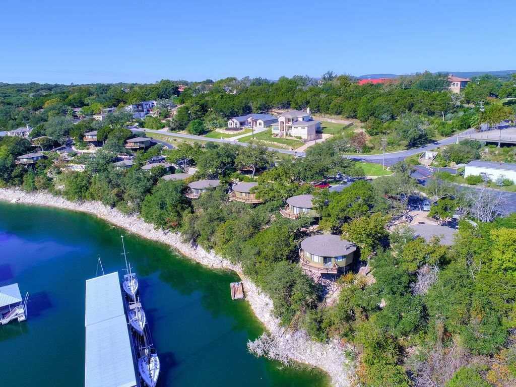 Treehouse Bungalow steps from Lake Travis, pool & hot tub, next to marina (#18)