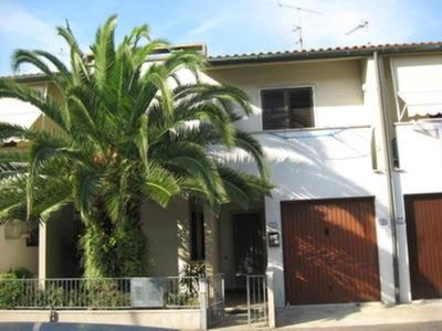 Big and beautiful house with garden ideal  to discoverTuscany  and near to seaside