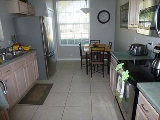 Lake Berkley villa photo - Bright and modern kitchen with new stainless steel appliances.