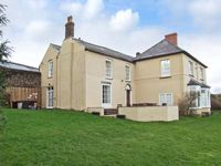 NEWTON LODGE, family friendly in Welsh Newton Common, Ref 7019