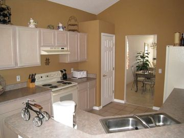 Nicely equipted Kitchen, with everything you need for nice meals!!!