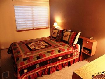 Second bedroom with Queen bed and brand new bedding | Mammoth condo rental