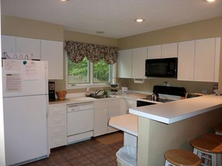 North Conway townhome photo - Spacious kitchen
