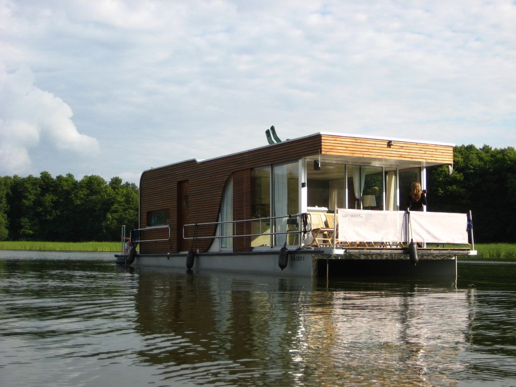 Driving license free houseboat loftboot more than for Houseboats for rent in california