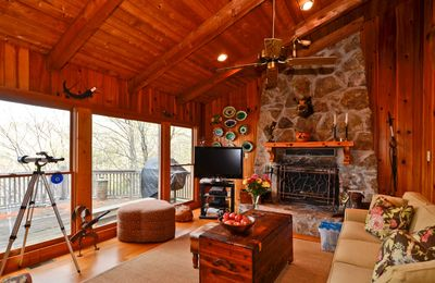 Lake Burton cabin rental - Large Living Room