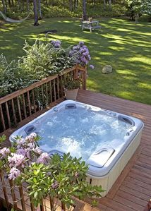 Outdoor 8-man jacuzzi